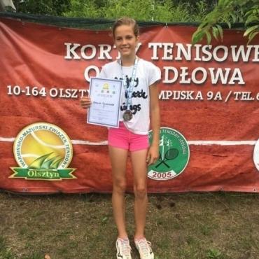 Hania wraca z Olsztyna z medalem.