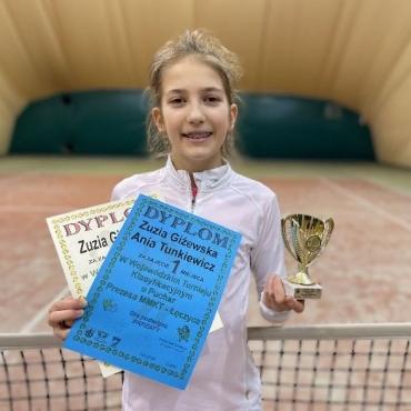 Pierwszy wygrany turniej deblowy Zuzi.