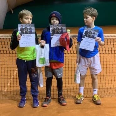 Maciej wygrywa turniej Tenis 10.