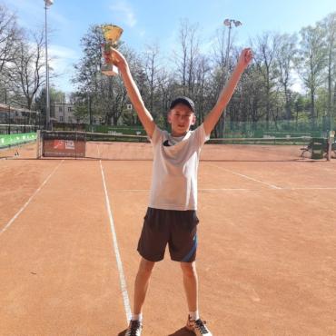 Mateusz wygrał pierwszy OTK Skrzatów.