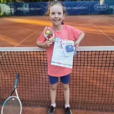 Irenka trzecia w turnieju Tenis 10.